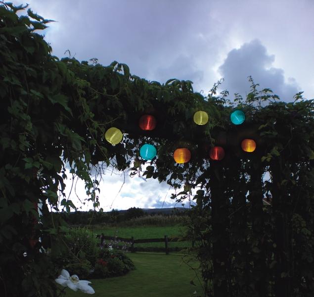 Solar led lichterkette mit 10 wei en lampions for Bilder mit lichterkette